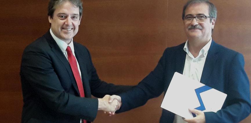 Firma del convenio para la creación del nuevo ciclo de FPGS de Moldes y Matrices