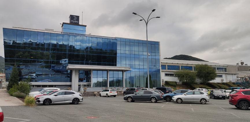 Hydro invierte 1,5 millones de euros en su planta de Navarra para operar con su mayor prensa de extrusión en España